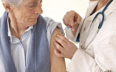 Campaña de vacunación para evitar la gripe en los centros de día de Oviedo